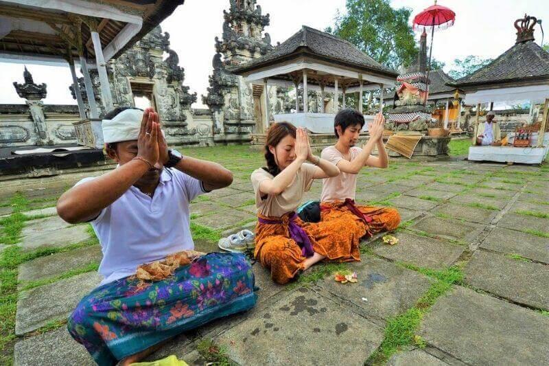 天空の寺院ランプヤン寺院でサンライズ鑑賞&ヨガ体験