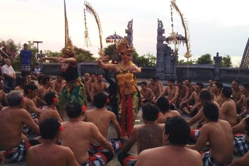 ウルワツ寺院 ケチャックダンス