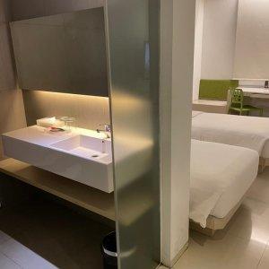 Zuri Express Hotel Mangga Dua 隔離ホテル 客室